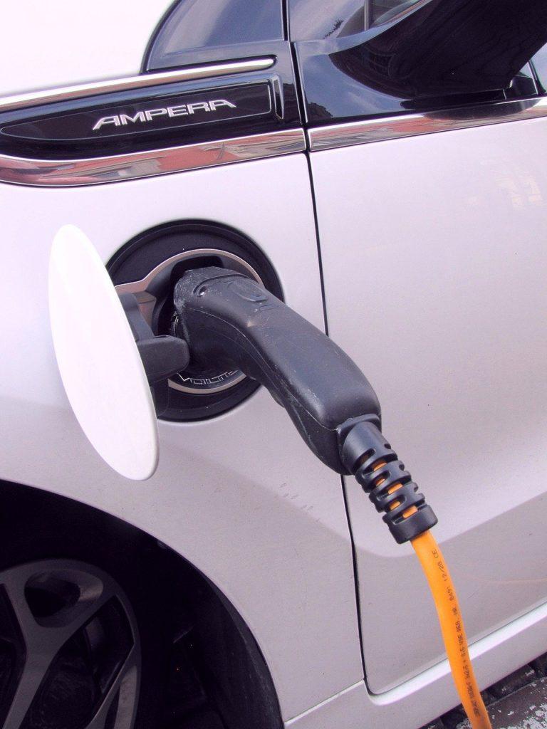 טעינה של רכב חשמלי